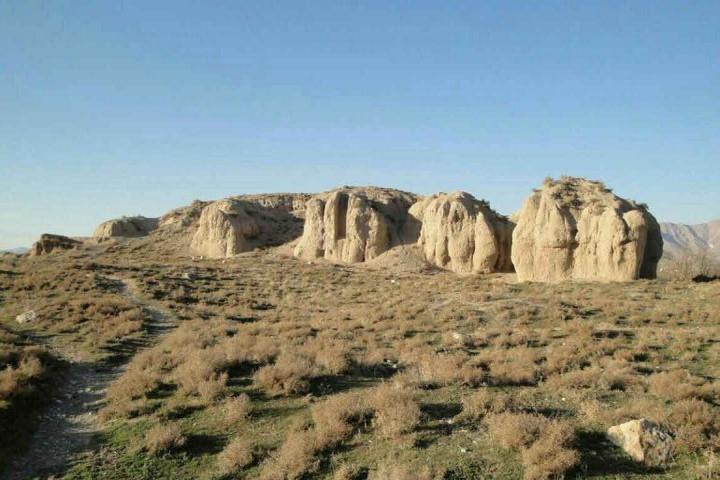 تپه و روستای گیان یکی از جاهای دیدنی نهاوند